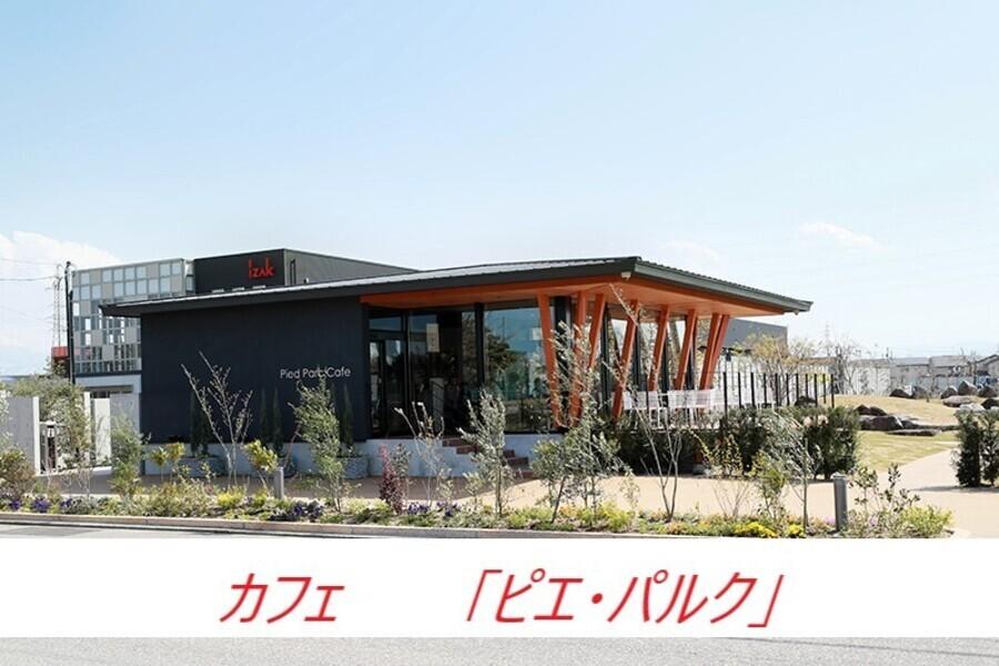 岩瀬スポーツ公園の向かいでカフェを開設。泡のように軽いクリームを使用したクレープが人気です。
