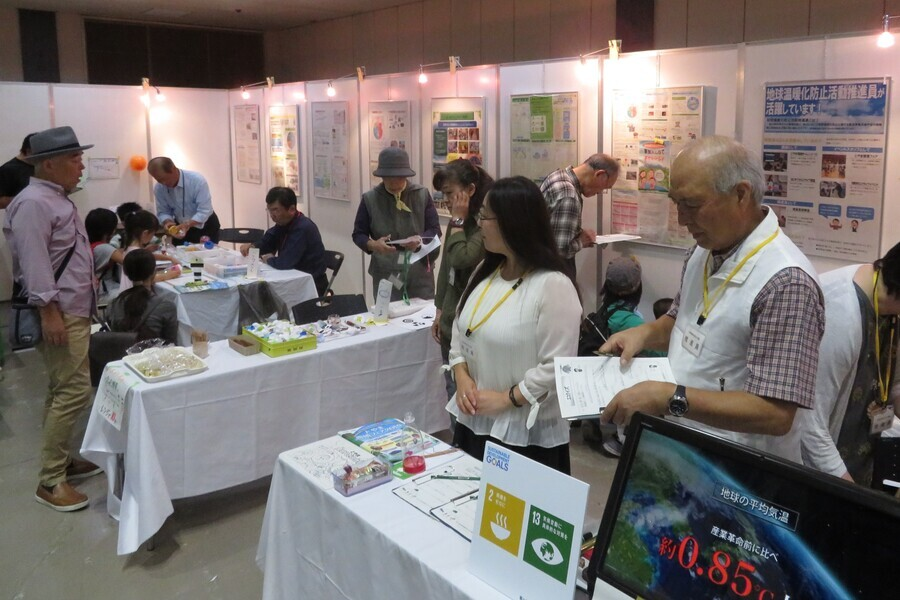 年1回開催するとやま環境フェア(写真は2019年テクノホール)での普及啓発を行っています!