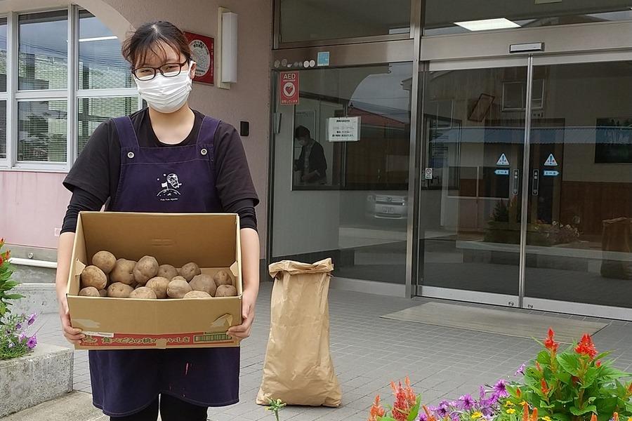 JAうおづ青壮年部様よりお預かりしたジャガイモを愛育園様へお届けしました。