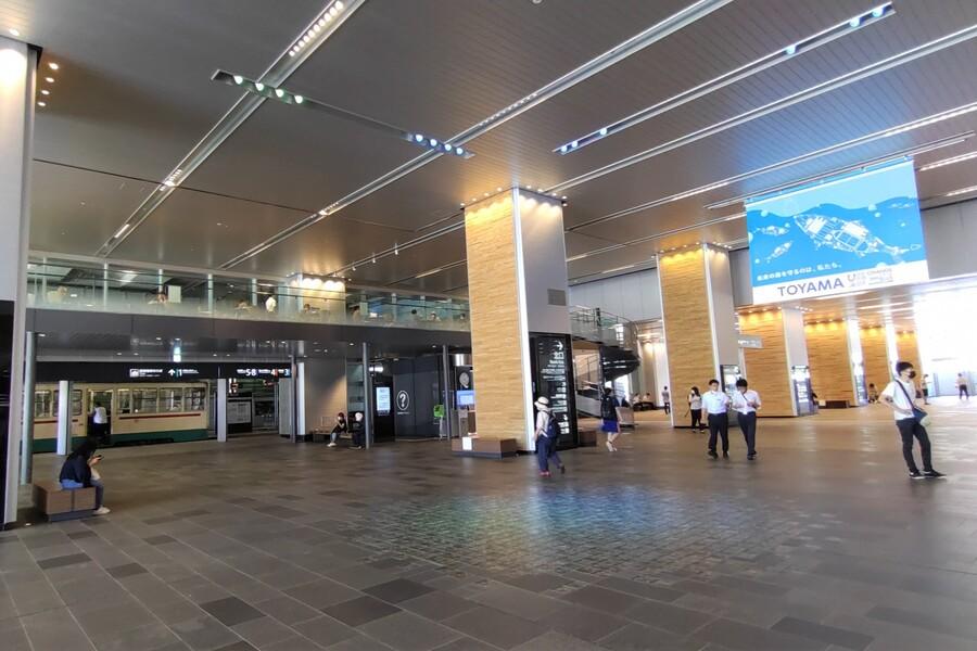富山駅構内(南北自由通路)