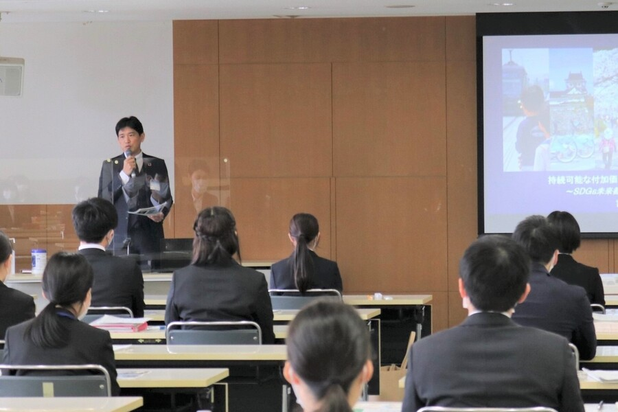 富山市新規採用者へのSDGs研修の様子(地域や企業での出前講座も行っています)