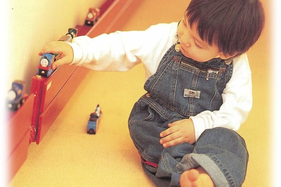 ピーエスHRヒータは、ホコリが舞わずヤケドの心配もなく小さなお子様がいるご家庭に最適です